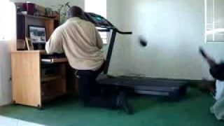 Treadmill Fail – Play Him Off Keyboard Cat