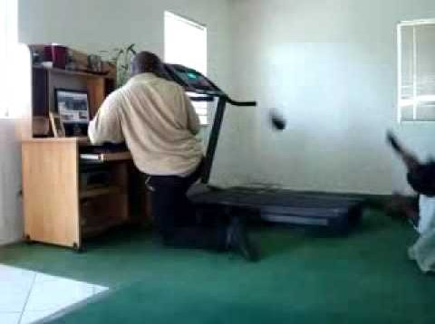 Treadmill Fail – Play Him Off Keyboard Cat